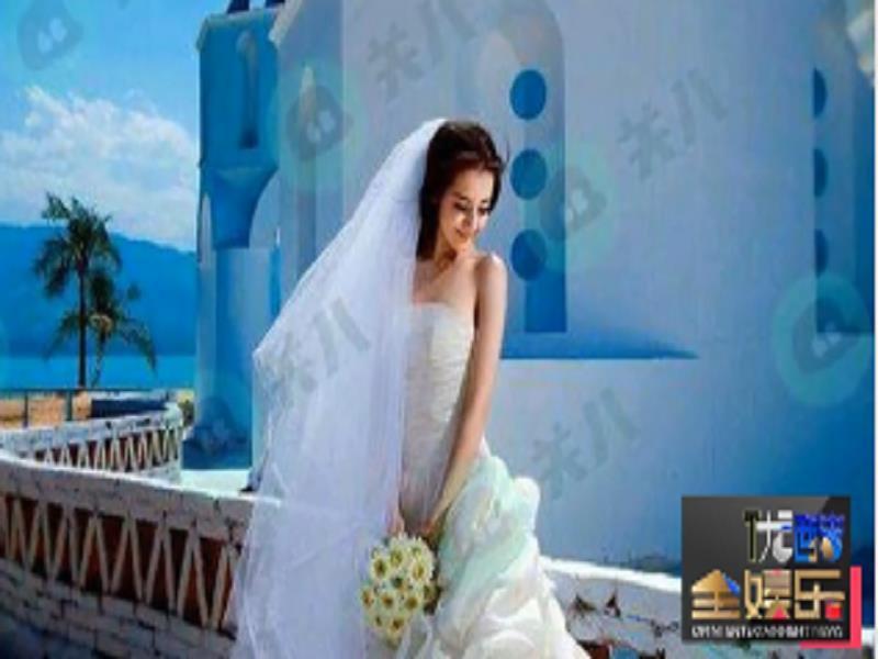 迪丽热巴大学时曾拍过婚纱照 清纯可爱眼神撩人